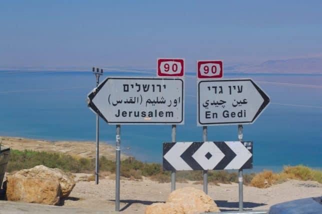 Ukazatel - cesta Jeruzalém a Ein gedi